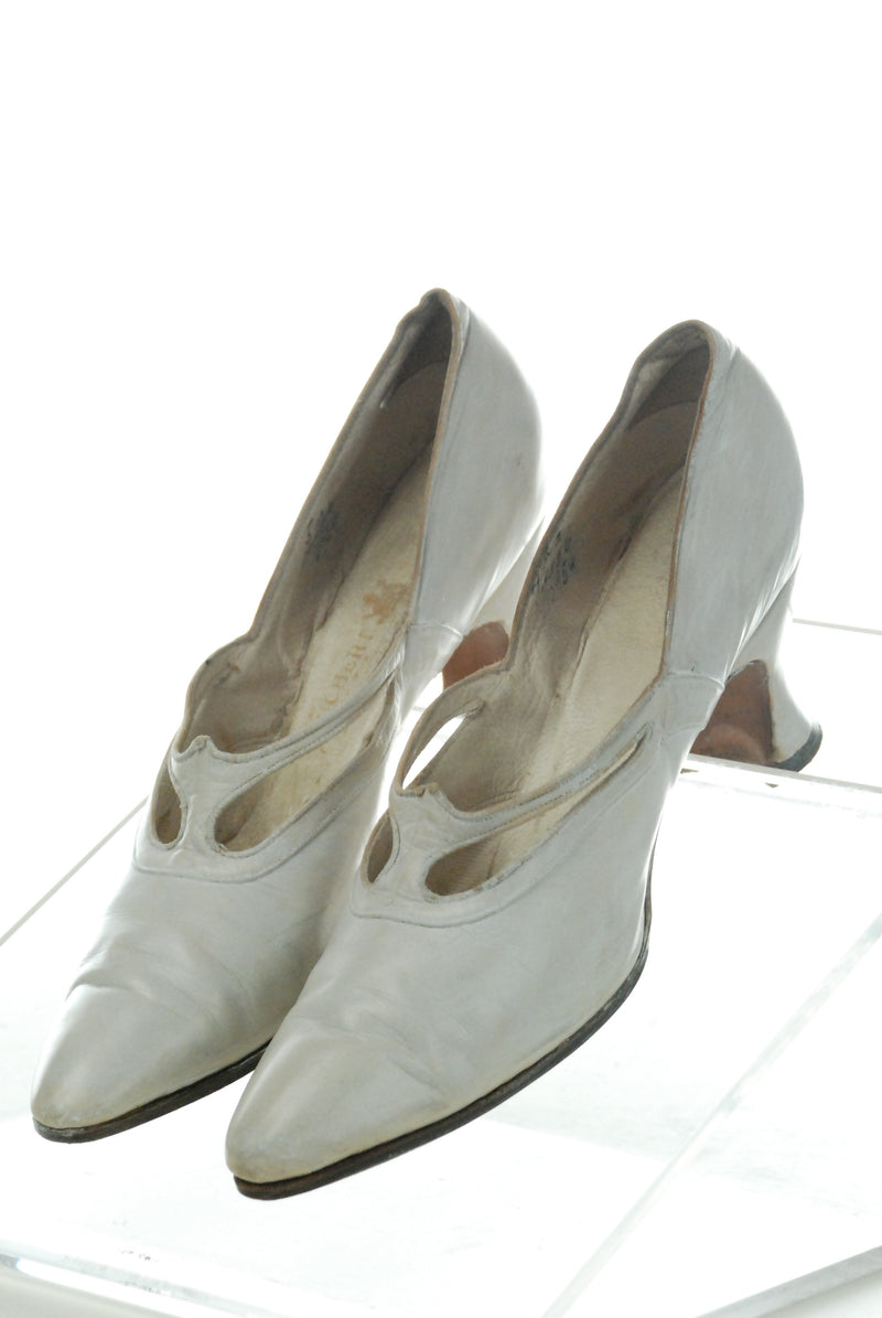 Vintage 1910s Shoes in Supple Ivory Leather With Pointed Toe and Beading Size 5