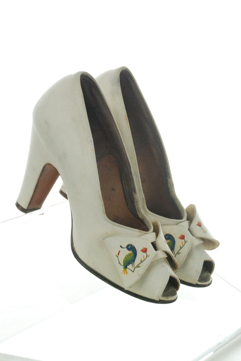Rare 1940s Andrew Geller Shoes in Ivory Suede with Handpainted Peacocks