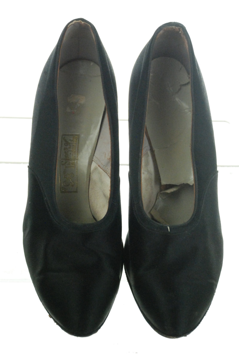 Simple Elegant 1930s Satin Pumps with Sleek Heels Size 8 8.5