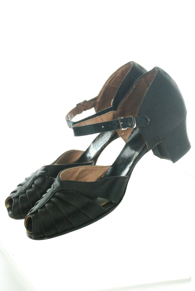 1940s Vintage Dance Sandals in Pleated Black Silk with Low Heels