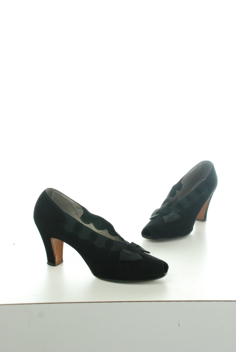 Stunning High Vamp 1930s High Heels in Black Suede and Lastex Size 9