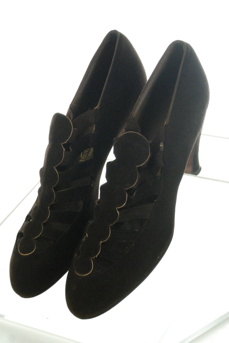 Vintage 1930s High Vamp Shoes in Brown Suede with Gold Trim Size 8 Narrow
