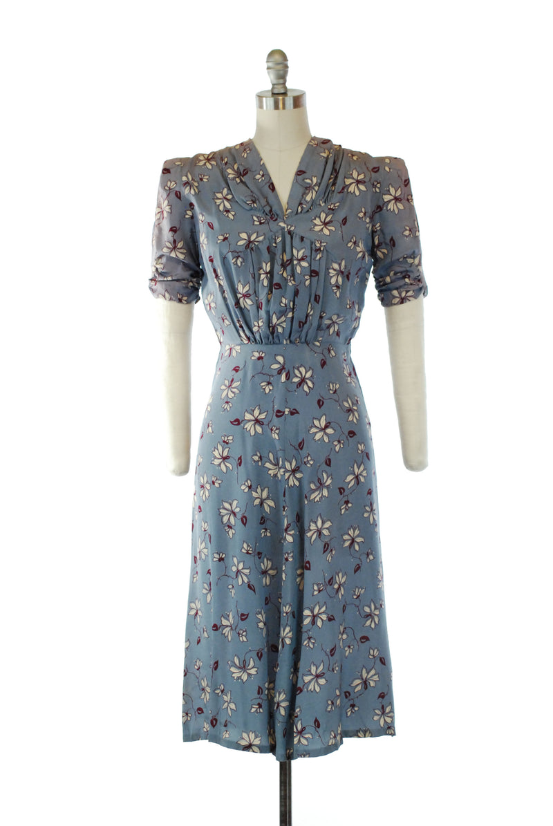 Late 1940s Light Blue Rayon-Linen Day Dress with White Trim and Pockets