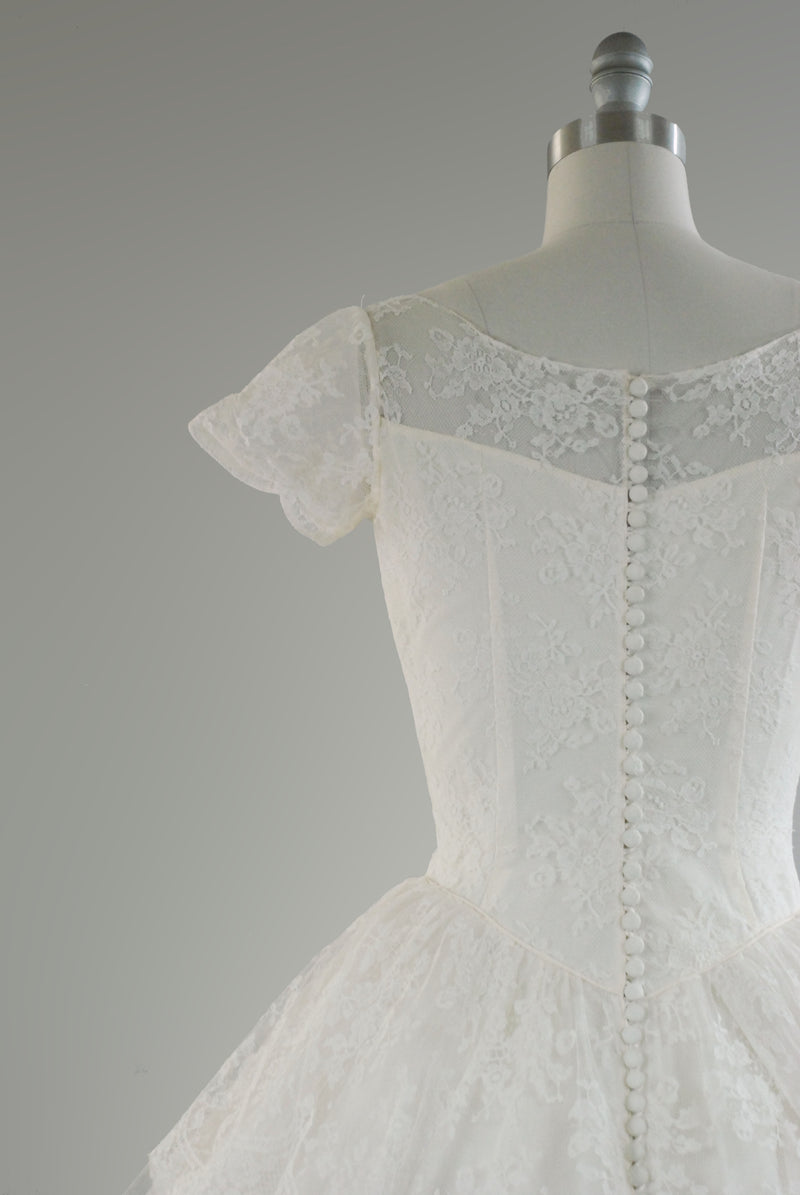 Lovely Late 1950s Tiered Full Length Fairytail Lace Wedding Dress