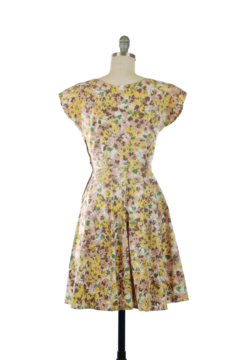 Cute 1950s Cotton Leaf Print Day Dress with Shortening Skirt