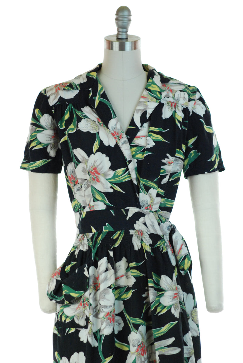 Fantastic 1940s Cay Artley Bold Tropical Floral Wrap Style House Dress or Dressing Gown