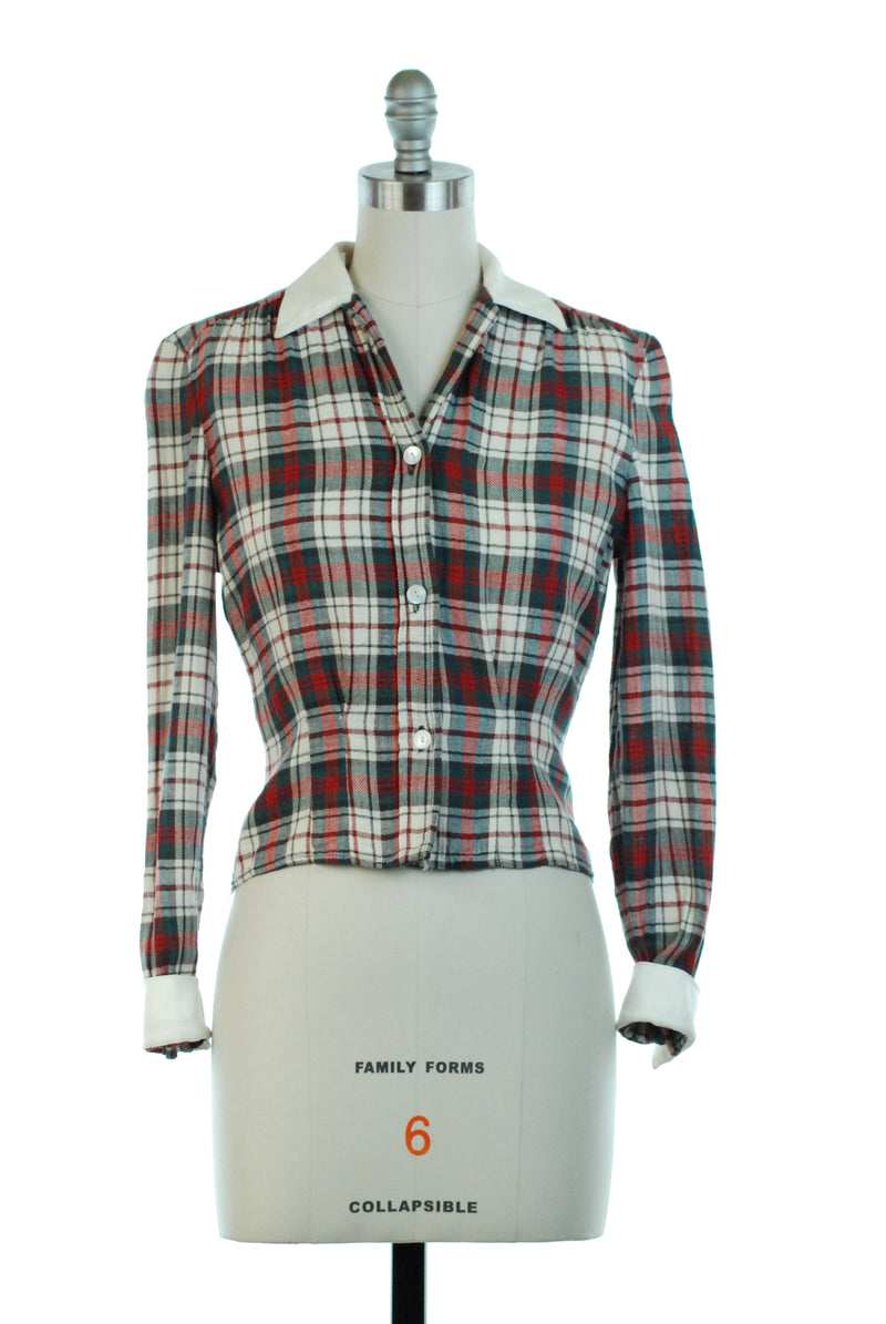 Rare 1940s Casual Sportswear Blouse in Classic Plaid with White Collar and Long Sleeves