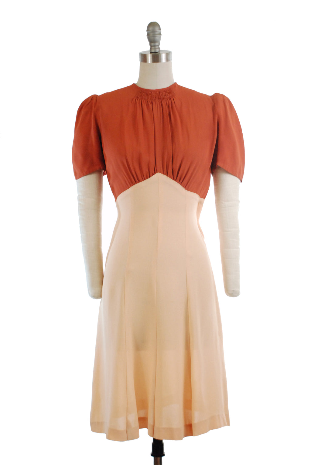 Charming c. 1939/1940 Day Dress in Colorblock with Puffed Sleeves