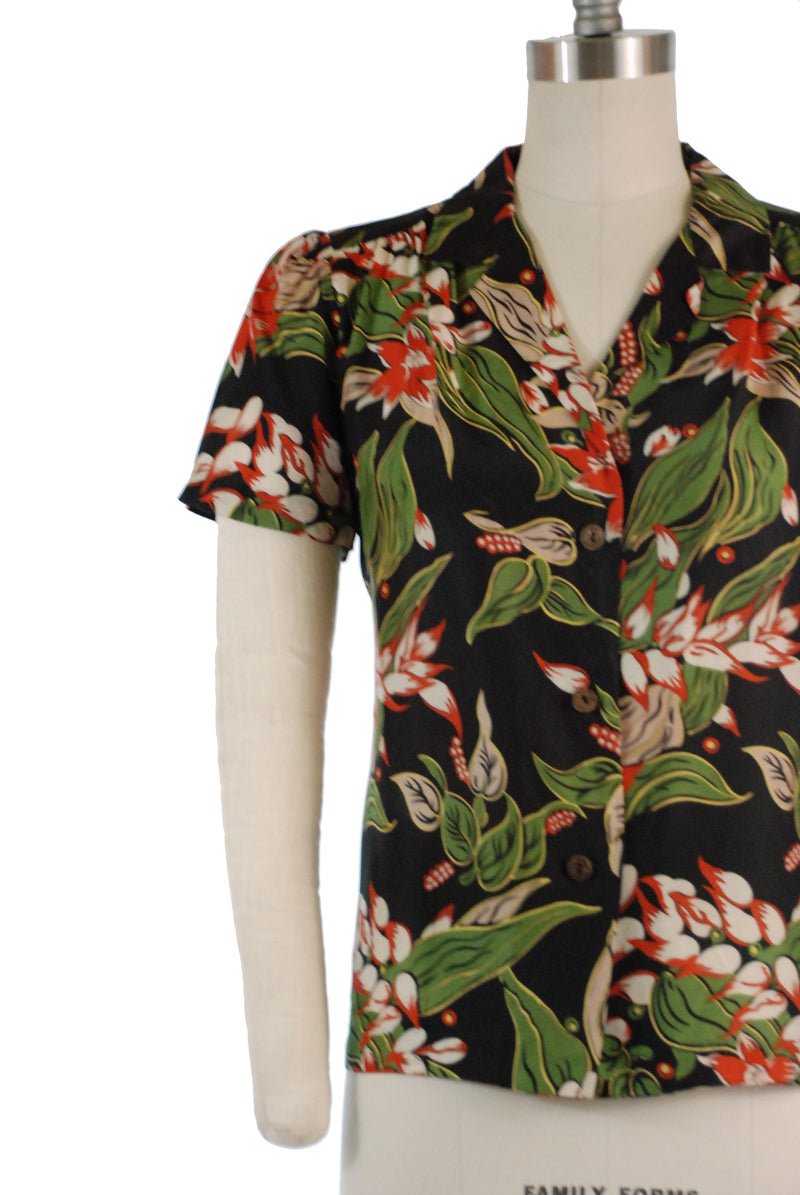 Fantastic 1970s does 1940s Hawaiian Blouse with Rich Tropical Floral Print