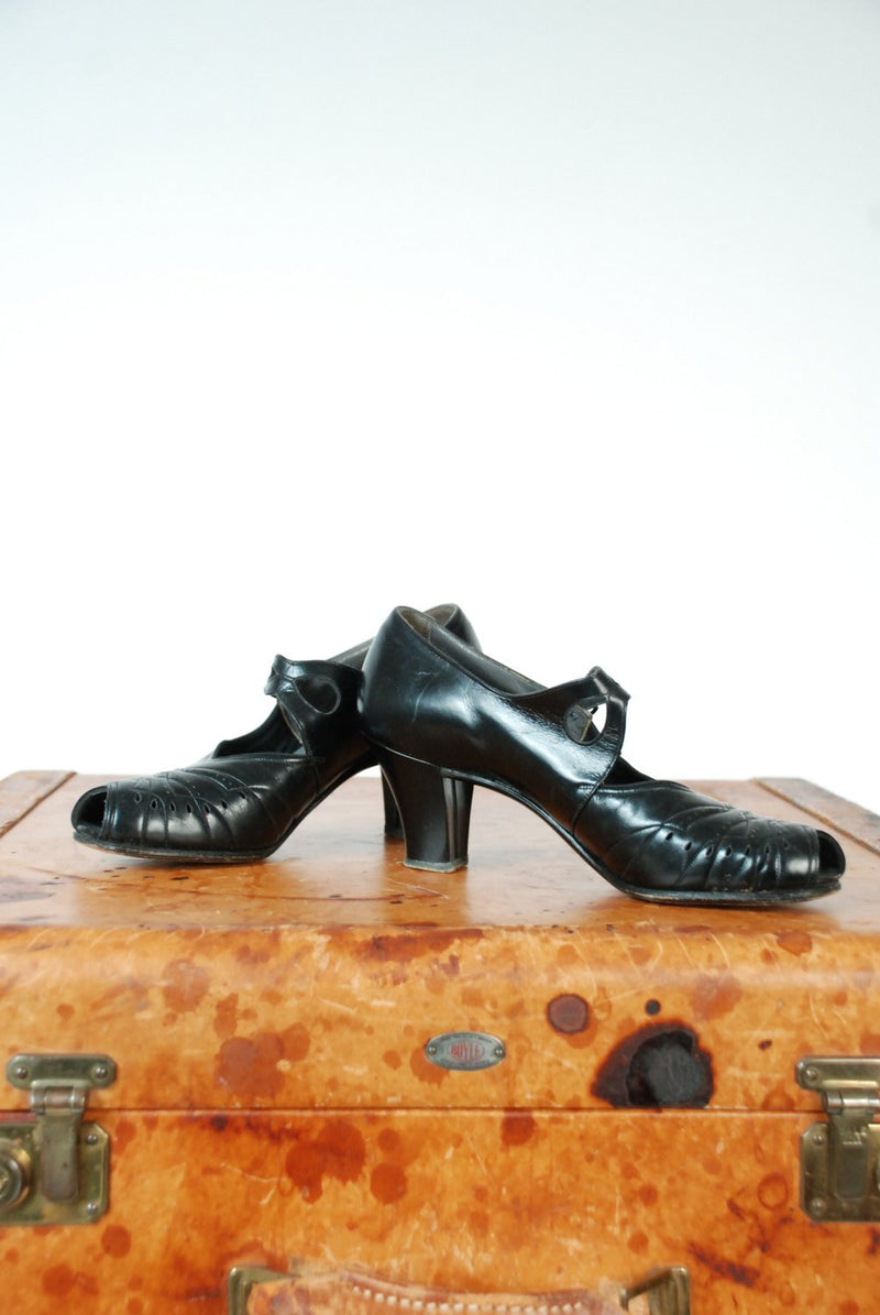 Vintage 1930s Shoes - 30s Patent Leather High Heels with Peep Toe and Strap Size 6 N
