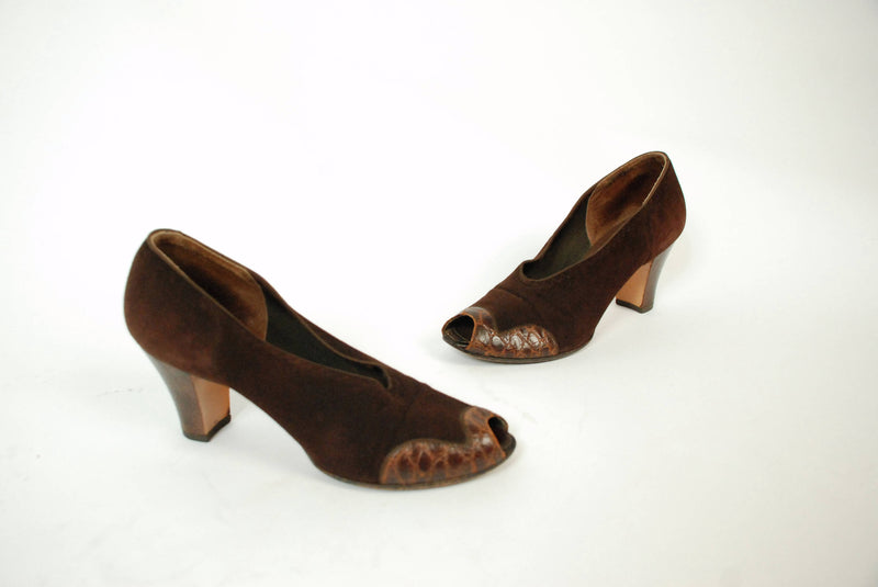Vintage 1930s Shoes - Chic Chocolate Brown Suede and Reptile 30s Pumps with High Vamp, Peeptoe and Sleek Heels, Size 7.5 N