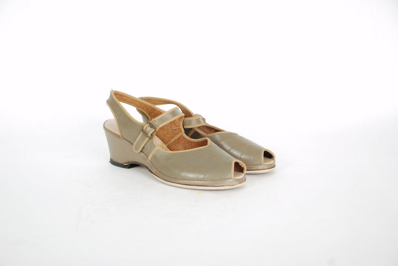 Vintage 1950s Shoes - Sporty 50s Peeptoe Wedge Sandals by Carol Brent Size 5.5 6