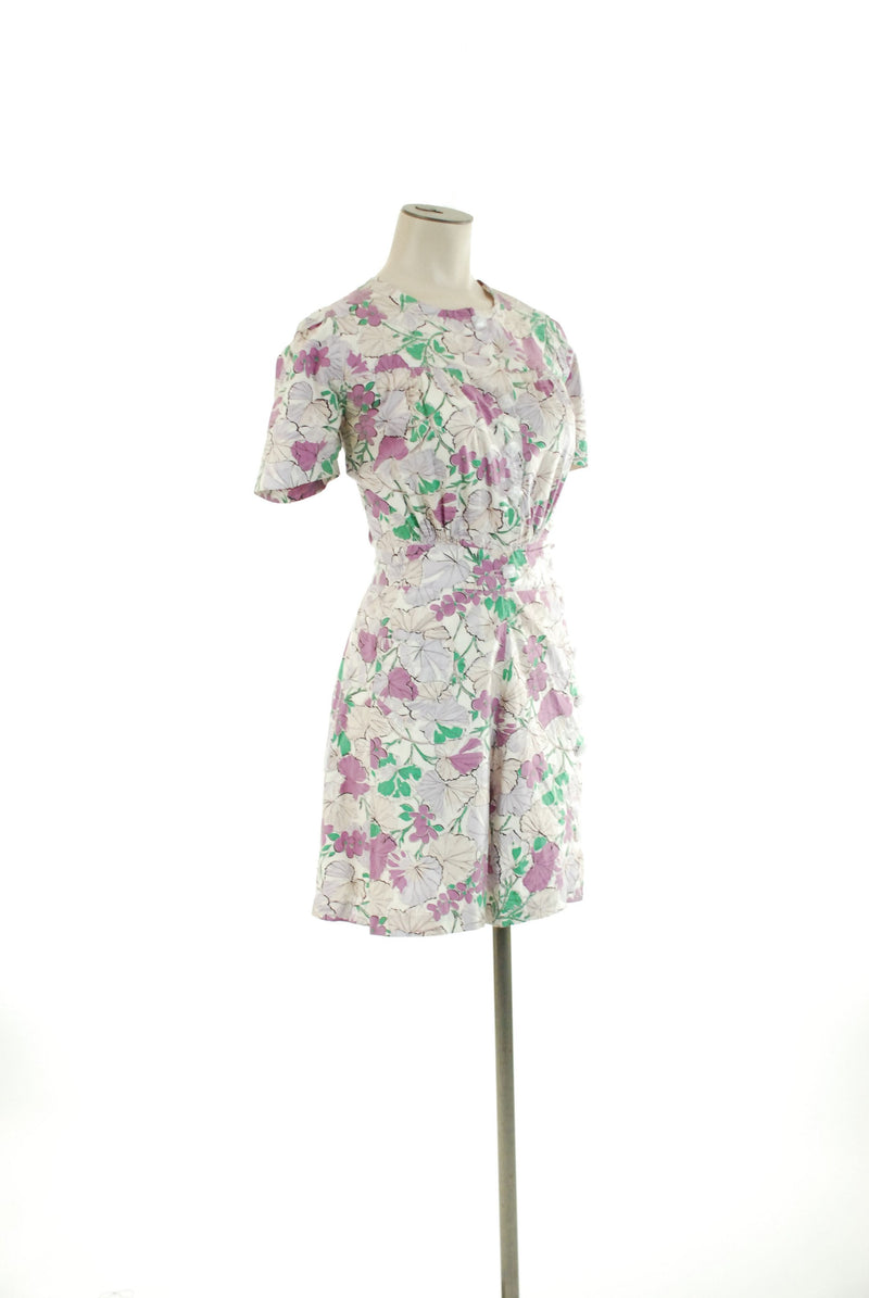 Vintage 1950s Playsuit - Sport Purple Floral Cotton 50s Short Playsuit with Confetti Lucite Buttons
