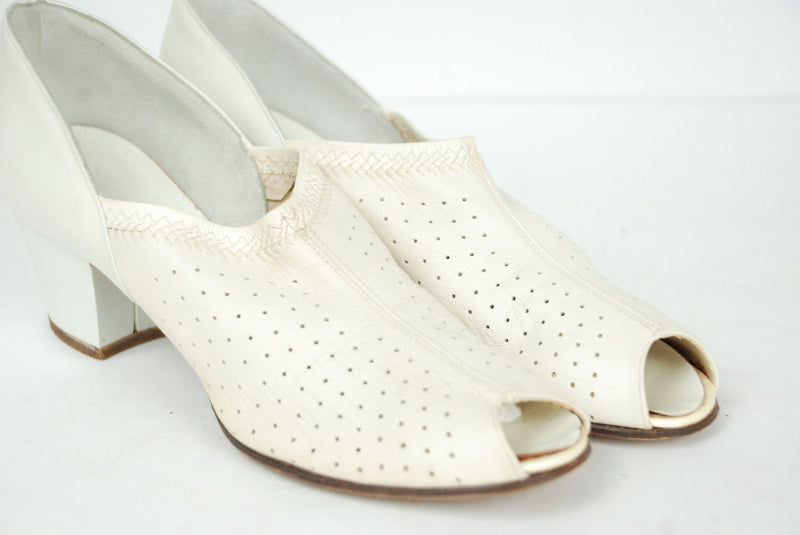 Vintage 1940s Shoes - Size 7.5 - 8 N -Stylish Ivory Peep Toe Pumps with High Perforated Vamp and Thick Heel
