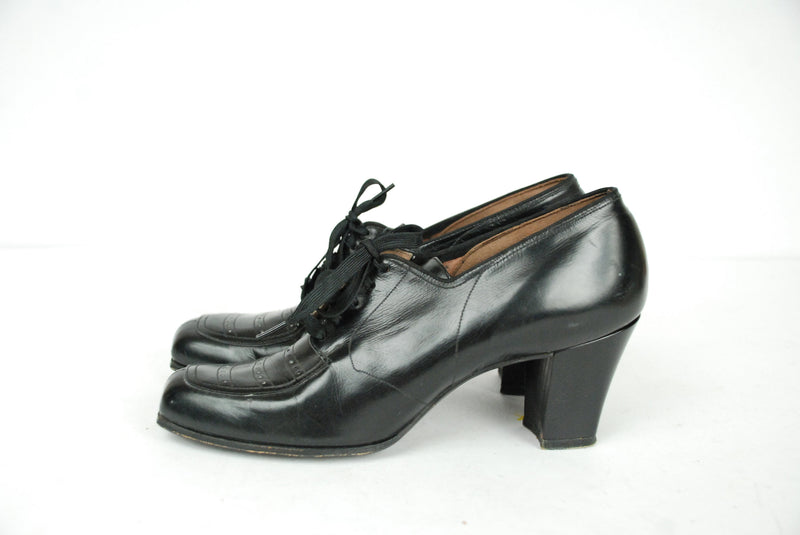 Vintage 1940s Shoes  - Size 5.5 - Beautiful 40s Lace Up Oxfords with a Squared Heel and Toe