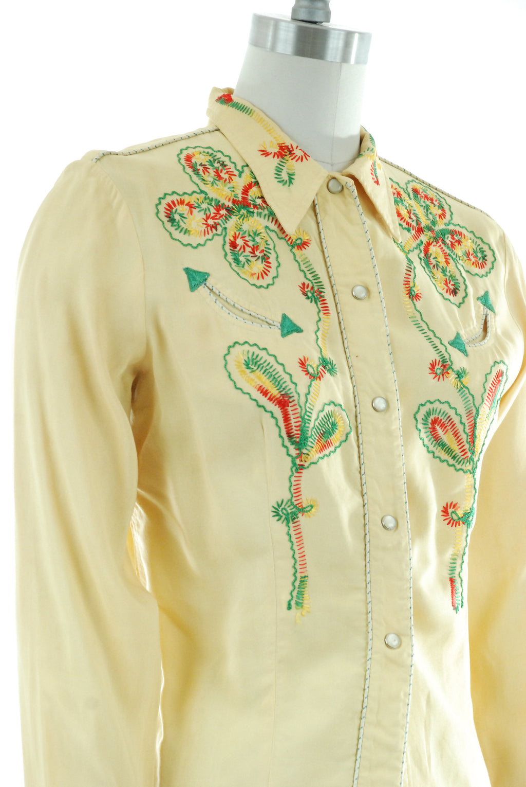 1950s Western Wear - Embroidered 50s Ladies Western Blouse in Light Yellow Cotton with Chain Stitched Cacti and Flowers