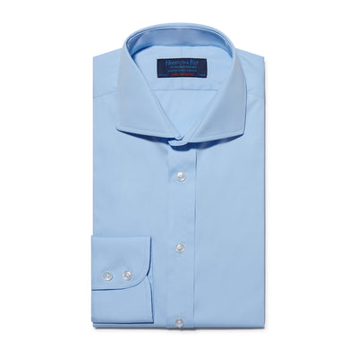 Contemporary Fit, Cutaway Collar, Two Button Cuff Shirt In Plain Light Blue