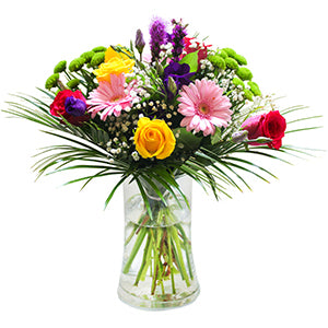 Flowers arrangement in a glass vase