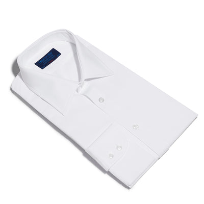 Classic fit, Classic Collar, Two Button Cuff Shirt In White Twill