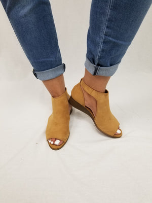 Open Toe Wedge Shoes - Camel Suede