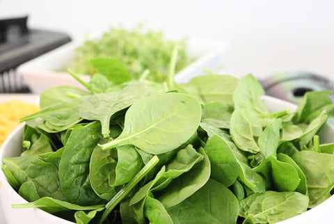 Eating green leafy vegetables like spinach and broccoli are easy ways to clear your skin of oil and stay blackhead free