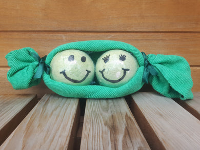 Two Peas in a Pod - Bath Bomb and wash cloth combo