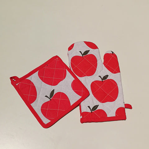 Apple Oven Mitt and Pot Holder Set
