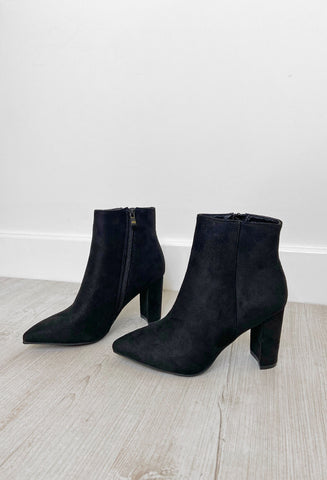 Georgie Heeled Pointed Boots - Black