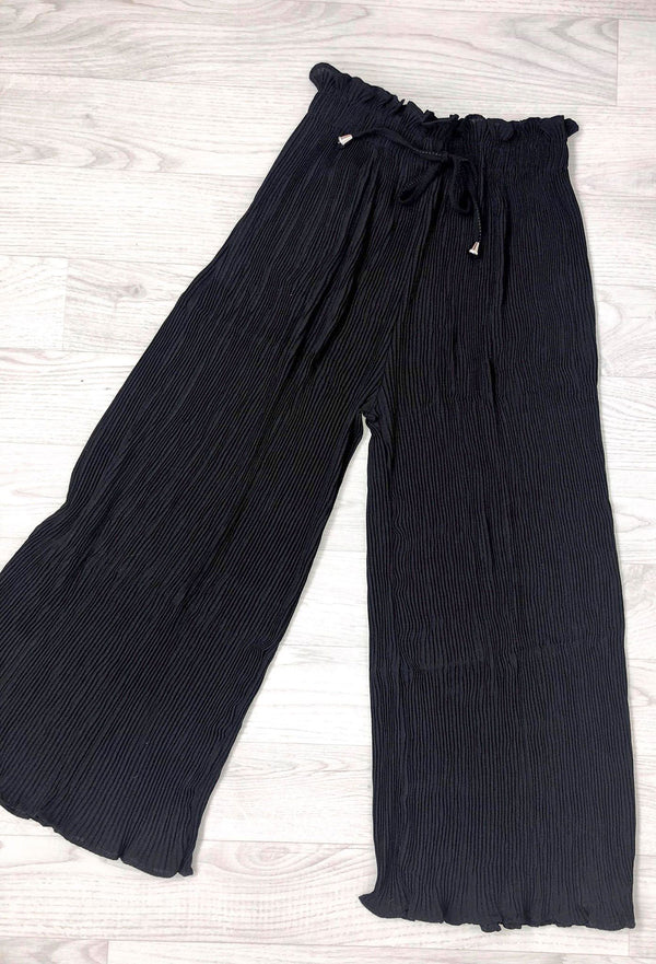 Samantha Pleated 3/4 Trousers - Black