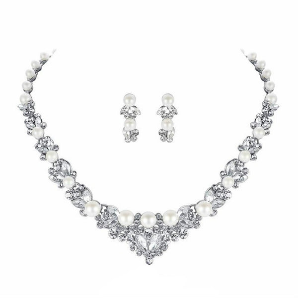 <p><b>PEARL LEAF</b><br><p>Pearl & Rhinestone Crystal Leaf Necklace & Earrings Set</p>