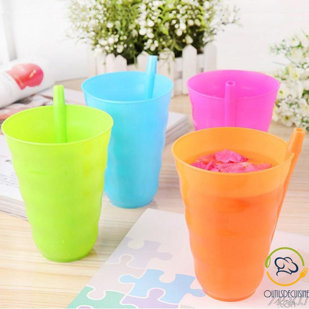 4 cups reusable plastic with integrated Straw Child