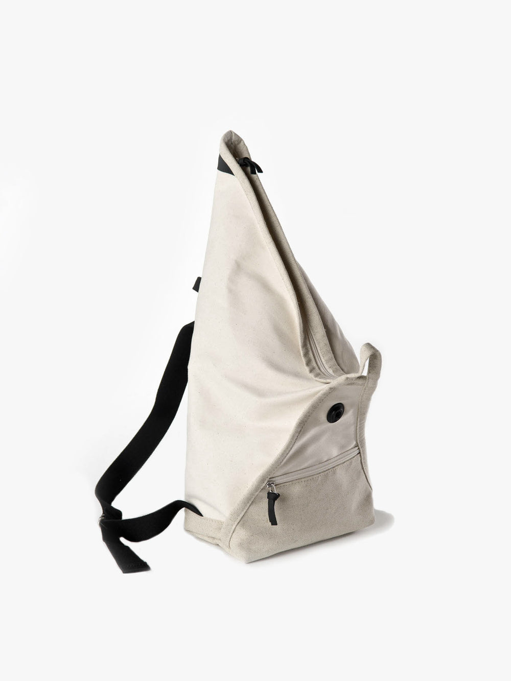 The unique shape of Catamaran backpack from Haenska