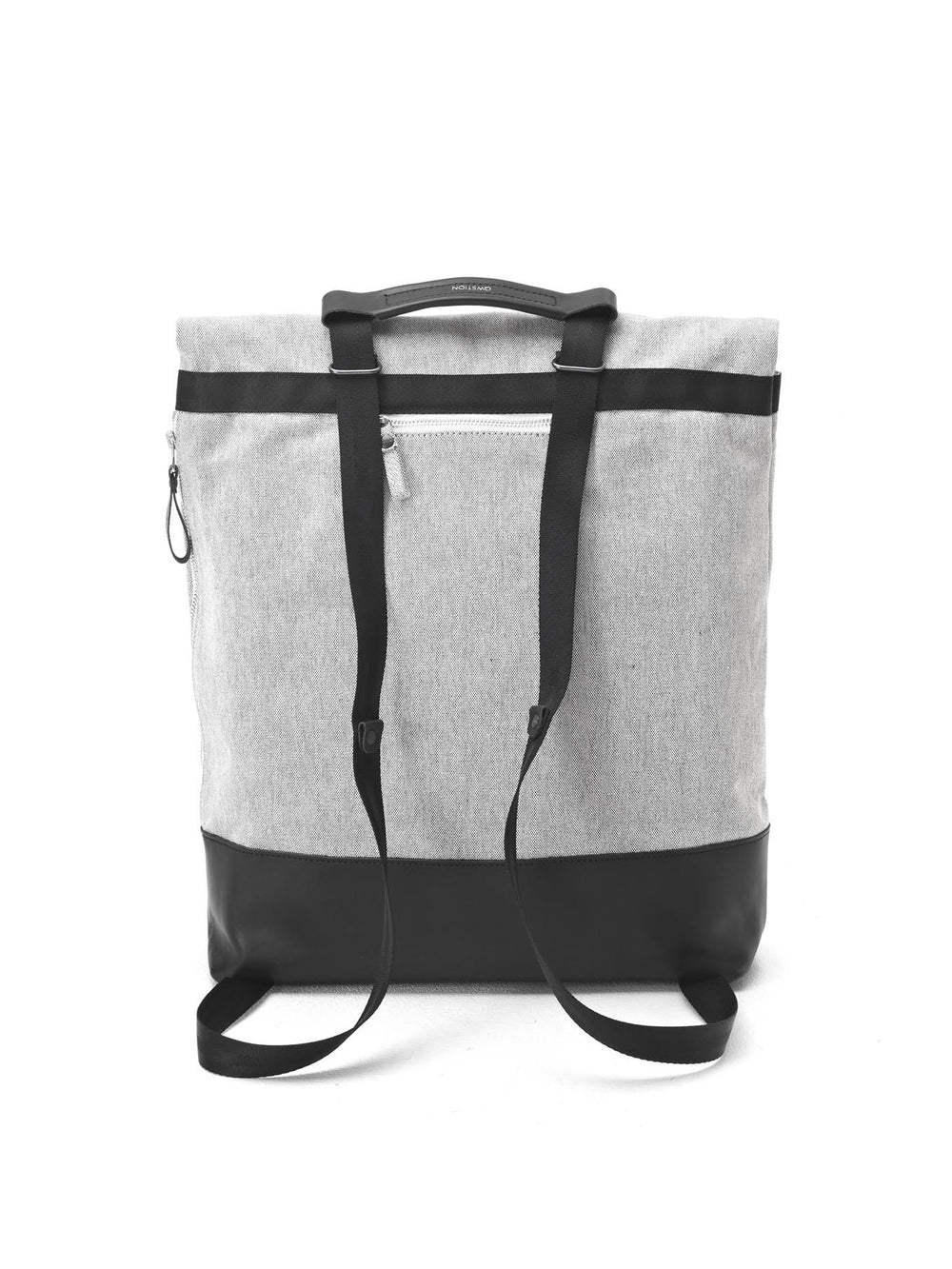 This Tote can transform into a backpack thanks its Qwstion signature strap system