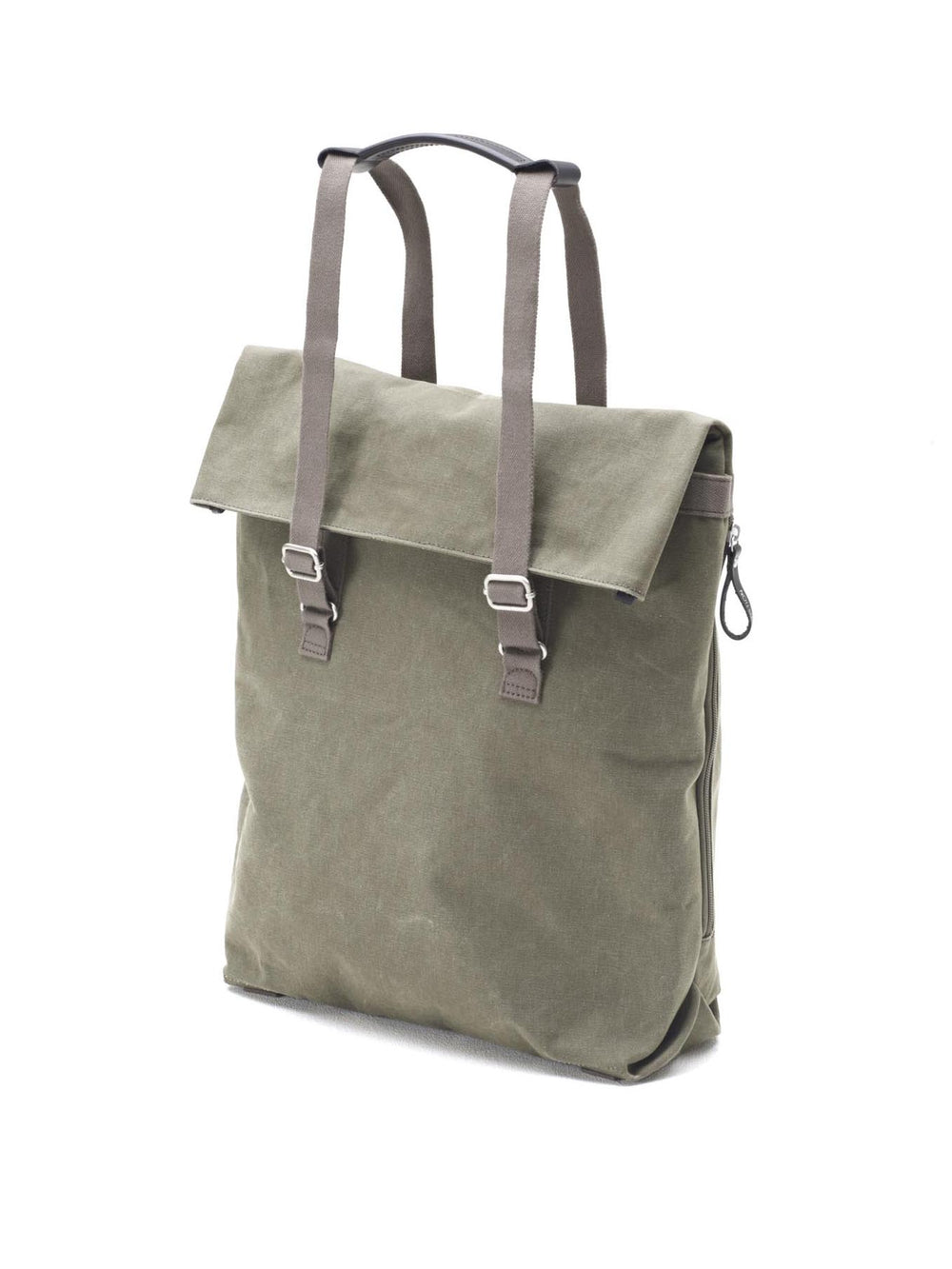 The strap system of Day Tote allow different carrying options from bag to backpack