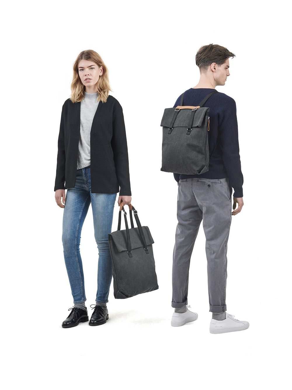 Multiple carrying options for the Day Tote Washed Black