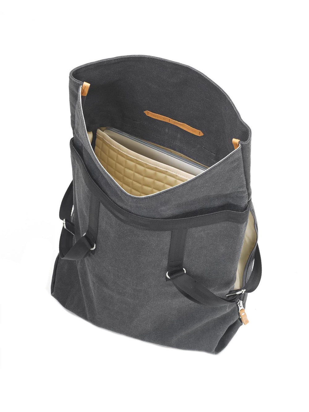 The spacious compartment of Qwstion Day Tote bag