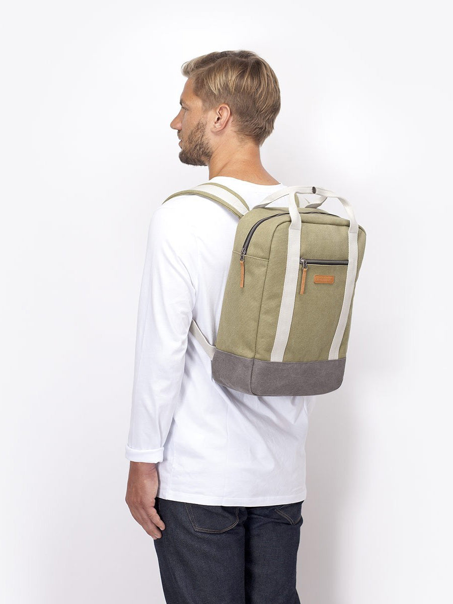 Compact urban backpack for maximum comfort