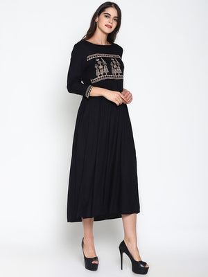 Maxi Dress With Embroidery | UNTUNG
