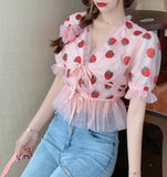 Crop top t-shirt cache coeur rose à nouer fraises rouges