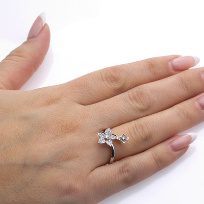 Ladies 18k White Gold With 0.20CT Right Hand Ring