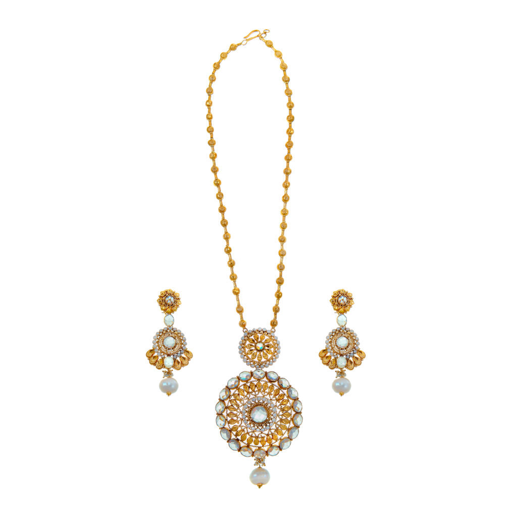 Opulent necklace set with flawless, unblemished pearls, and polki made in 22k gold