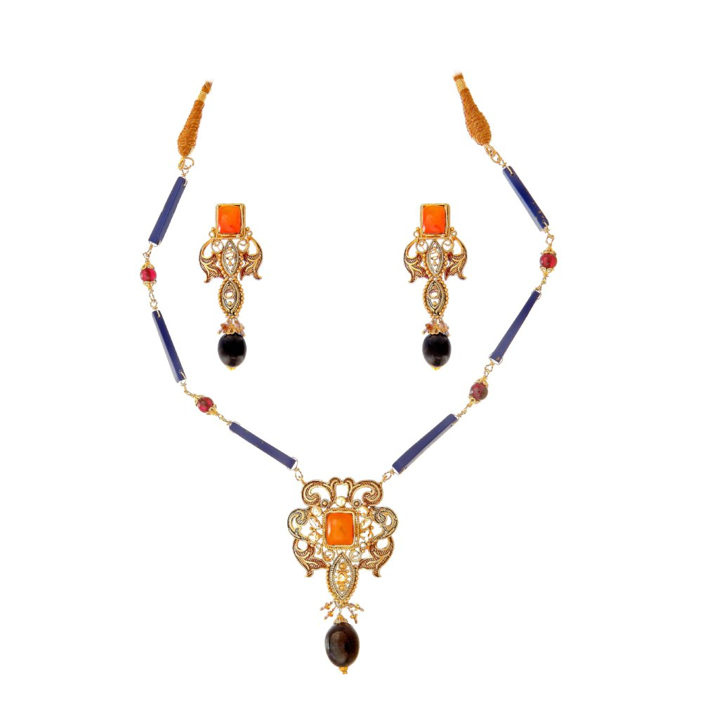 Beautiful Agate (Aqiq) and Sapphire Necklace Set made in 22 karat gold