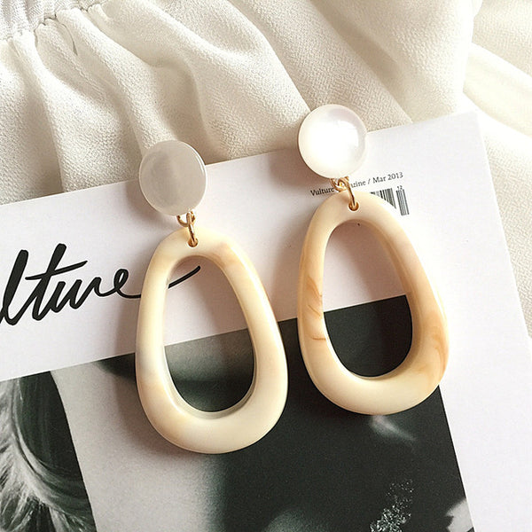 Blanco Cream Resin Acrylic Earrings