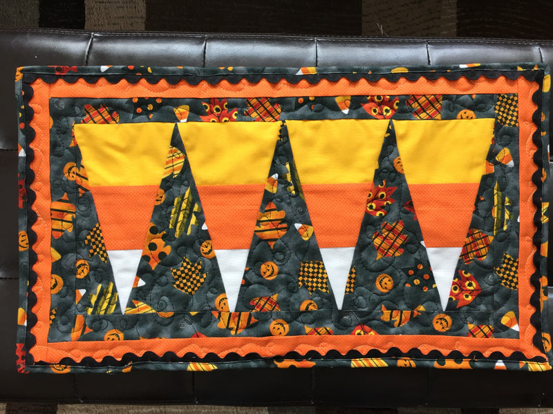 Free Quilting Tutorial - Candy Corn Table Runner Mini Quilt