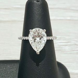Harro Gem Pear Pristine Moissanite