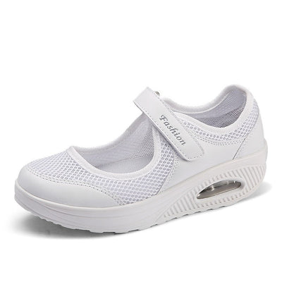 Women Flat Shoes - White / 5