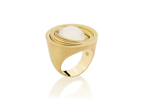 18K Yellow Gold and Milky Quartz Ring