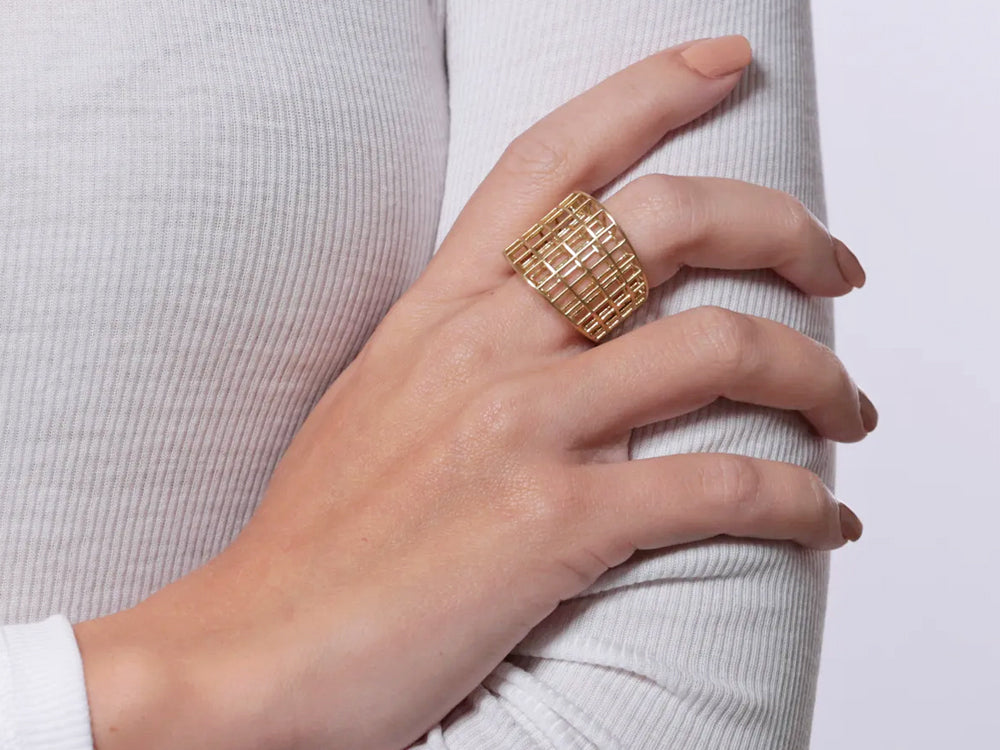 "Gold ""Estrutura"" Ring"