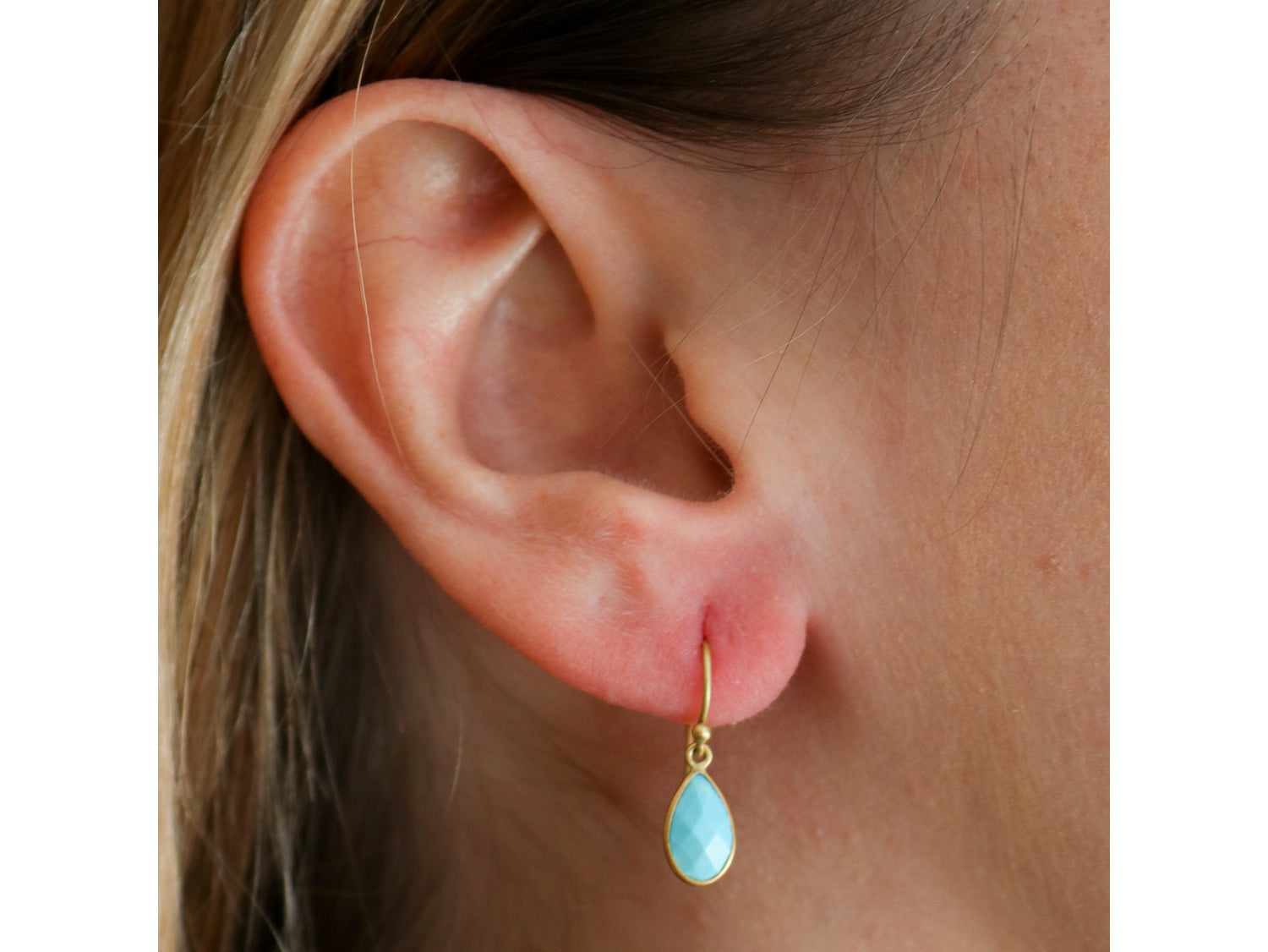 18K Yellow Gold and Turquoise Teardrop Earrings