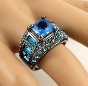 Betsey Johnson Blue Stoned Ring, Size 9